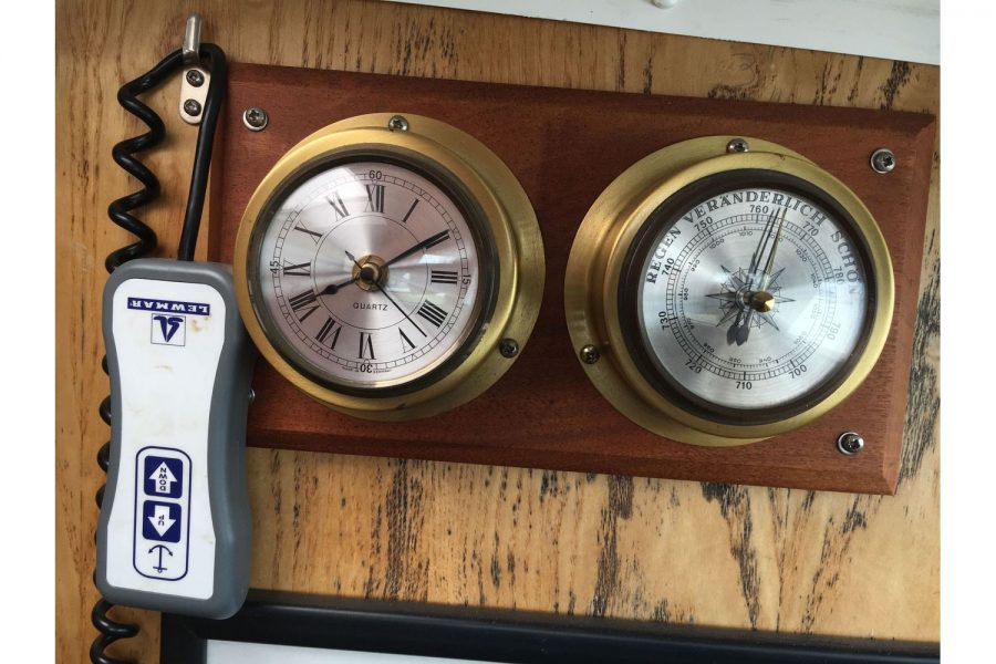 De Groot 10m steel diesel cruiser - windlass control, clock and barometer