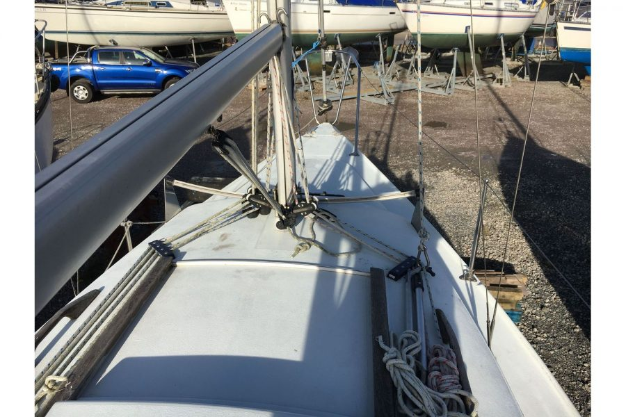 Hunter Horizon 23 - coachroof and bow