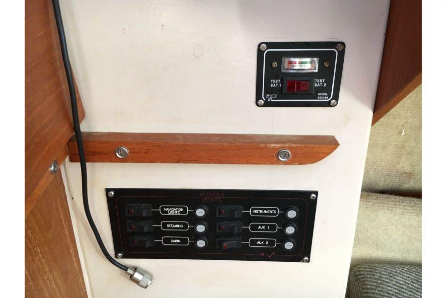 Hunter Horizon 23 - switch panel