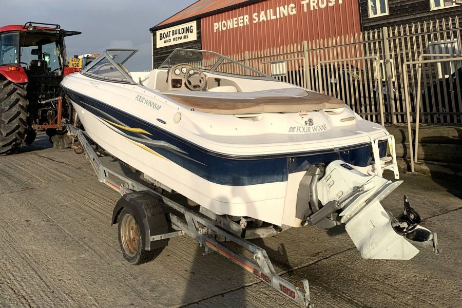 Four Winns Horizon 170 LE - port side stern
