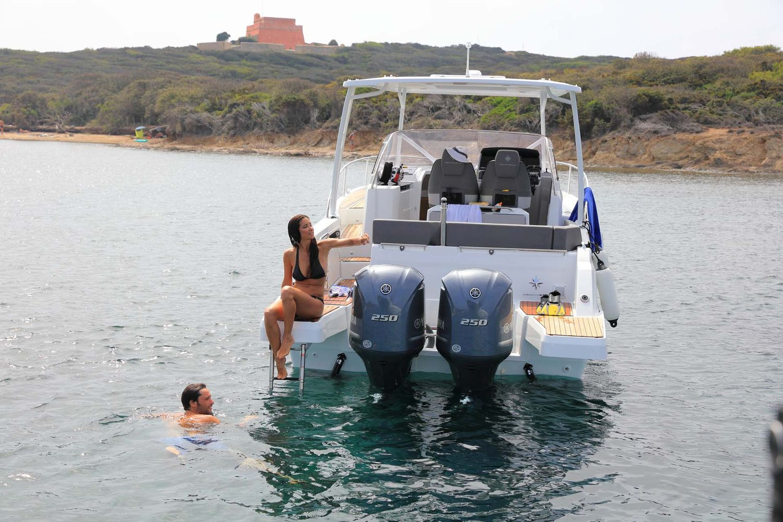 Jeanneau Cap Camarat 9.0WA - swim platform