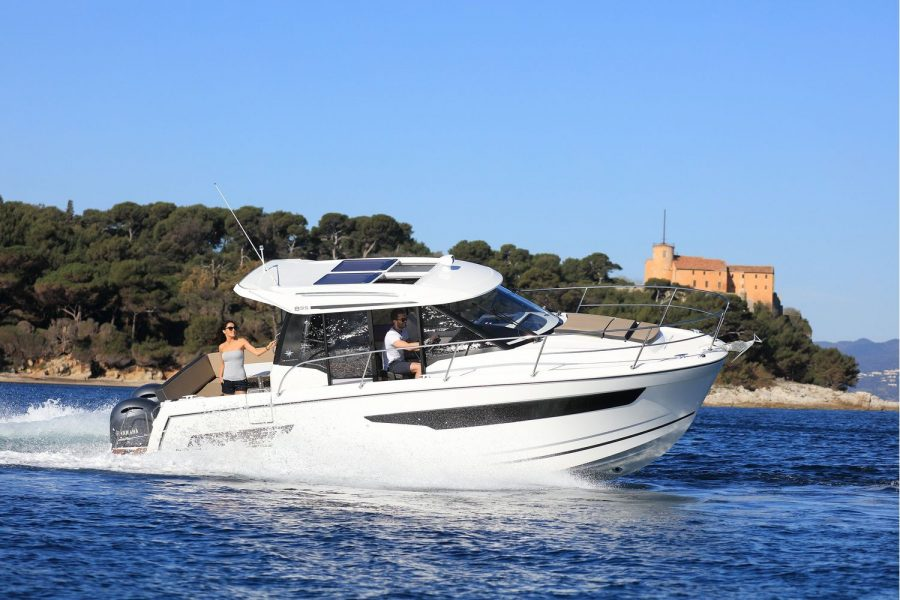 Jeanneau Merry Fisher 895 Offshore - on the water
