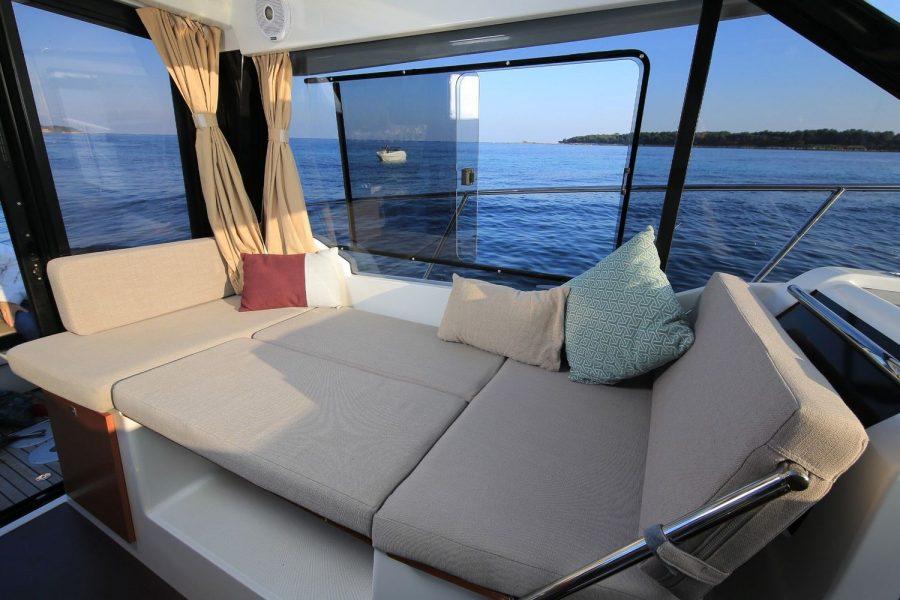 Jeanneau Merry Fisher 895 Offshore - sun lounger