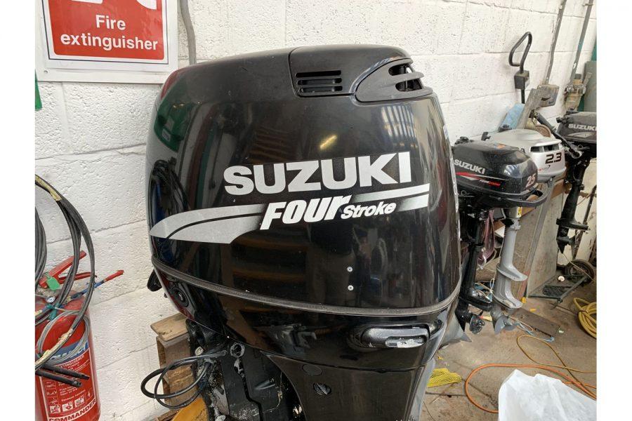 Suzuki DF90 - side view