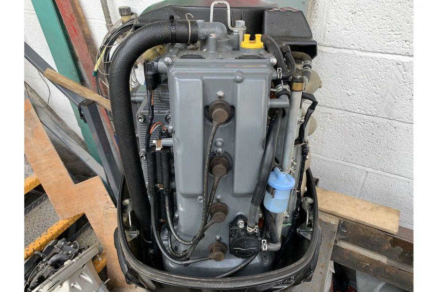 Suzuki DF90 - internal view 1