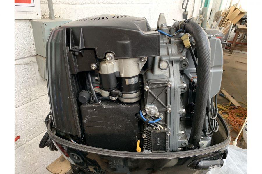 Suzuki DF90 - internal view 2