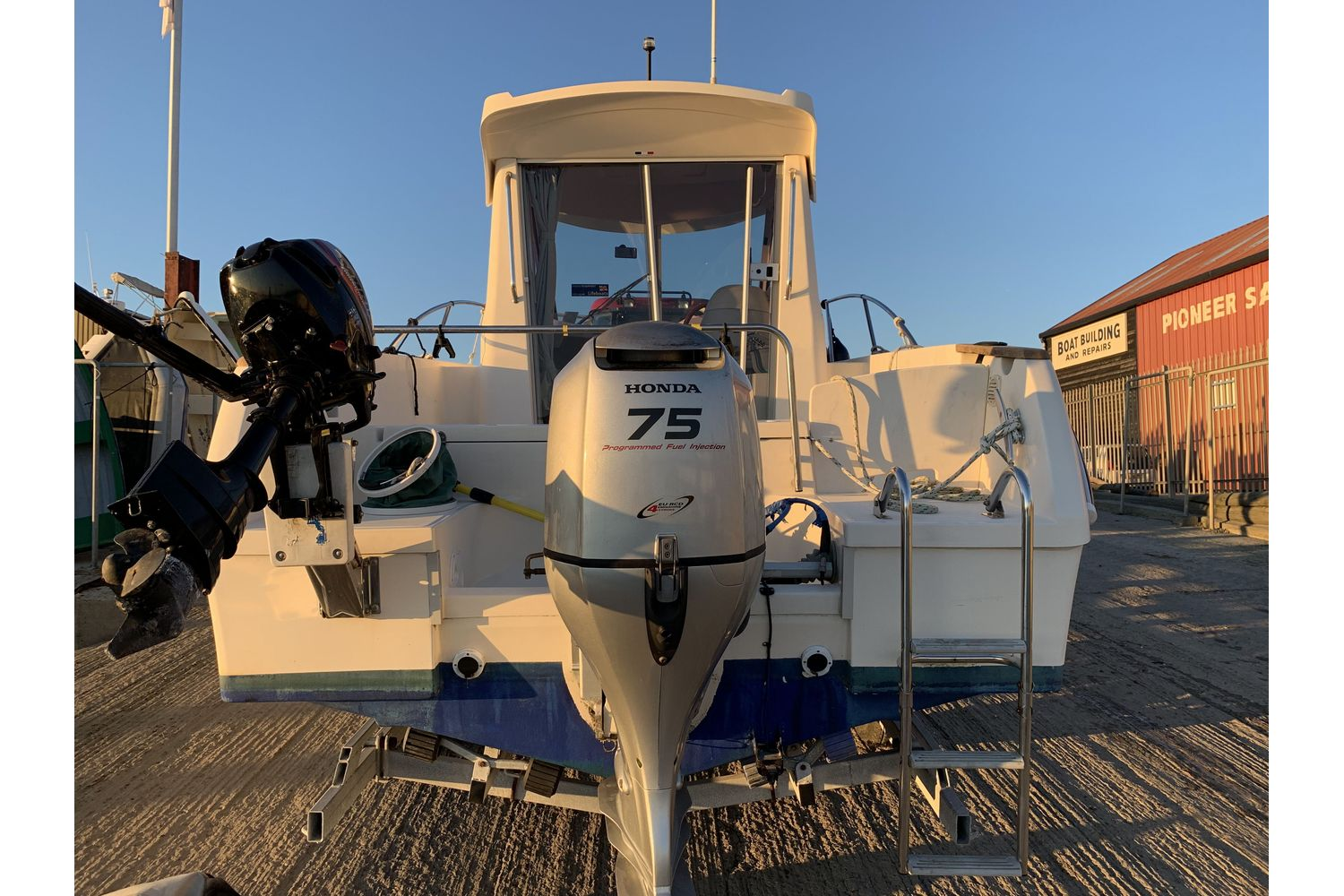 Ocqueteau 6.15 - Honda 75hp and Mariner auxiliary outboard