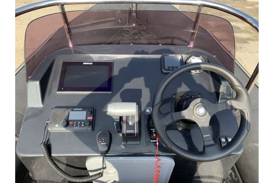 Gemini Waverider 600 RIB - helm position and electronics