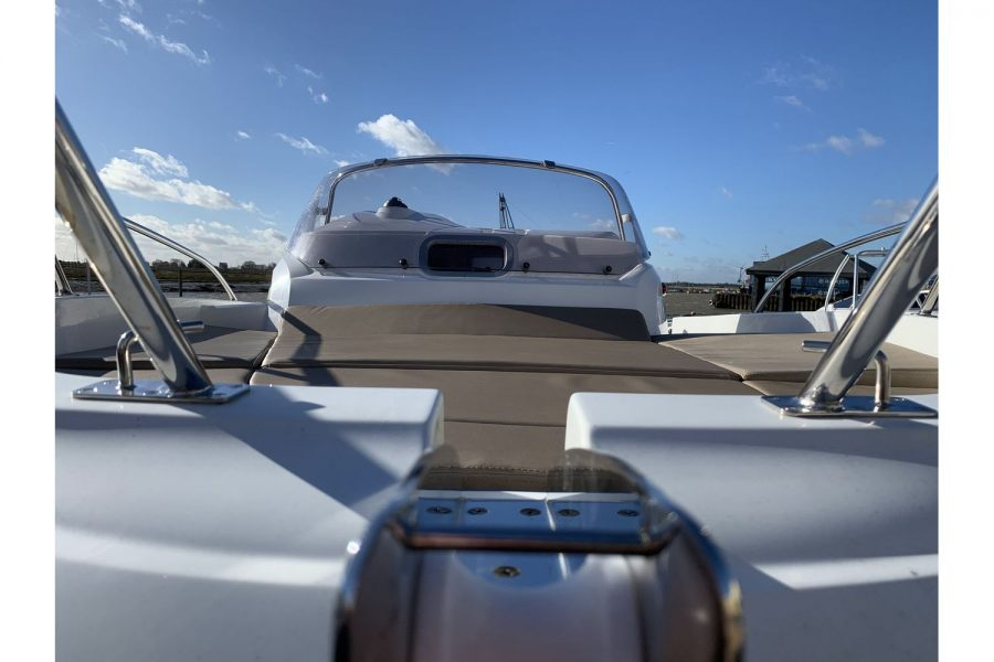 Jeanneau Cap Camarat 5.5 WA - bow and windscreen