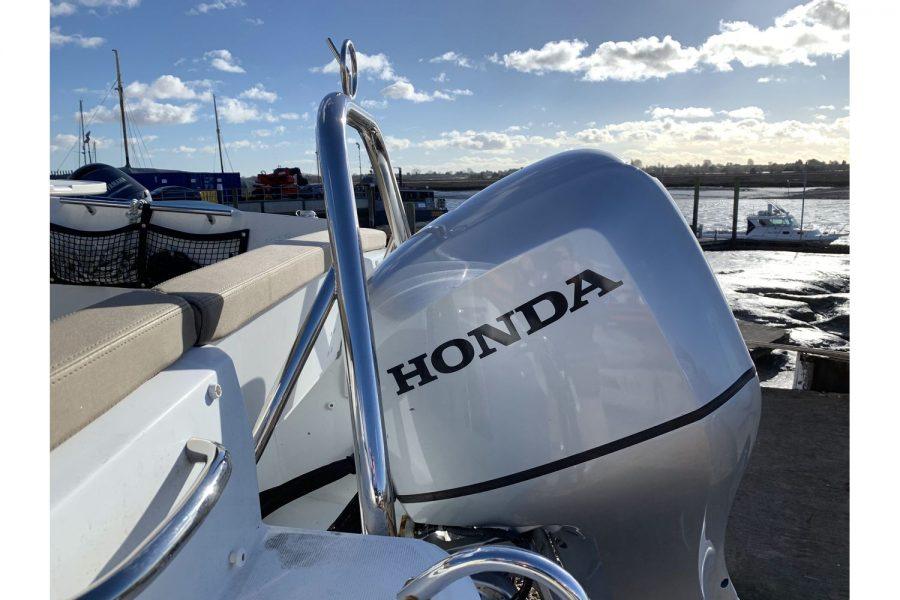 Jeanneau Cap Camarat 5.5 WA - Honda BF 100 outboard side view