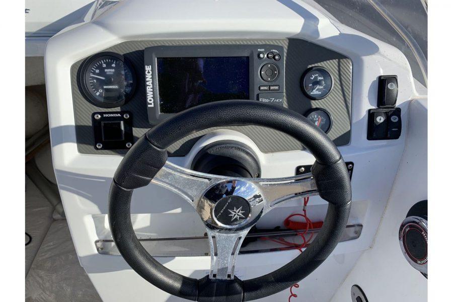 Jeanneau Cap Camarat 5.5 WA - dash and engine controls