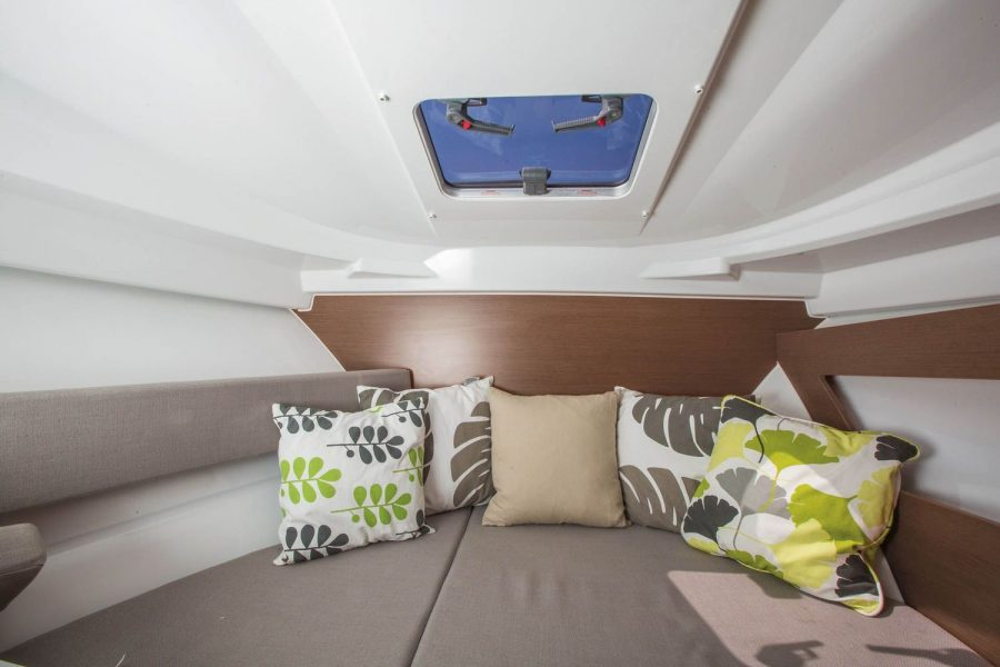 Jeanneau Merry Fisher 795 - cabin with deck hatch
