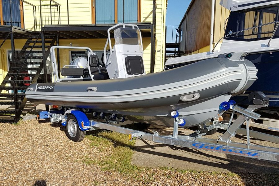 Highfield OM 540 aluminium RIB - starboard bow