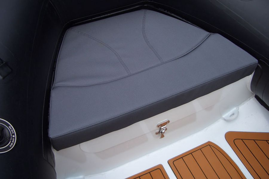Excel Virago 350 - bow seat