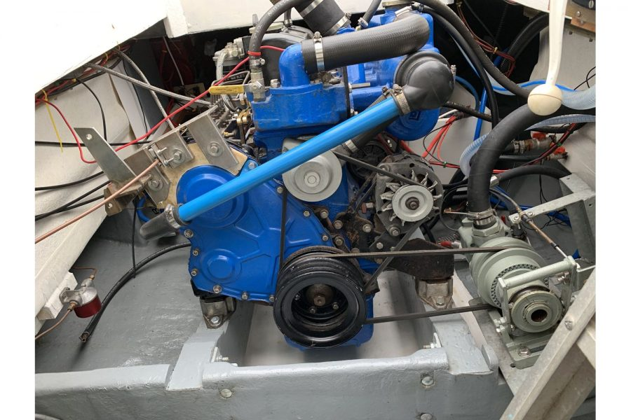 Freeward 30 fishing boat - engine