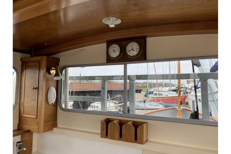 Freeward 30 fishing boat - clock and barometer
