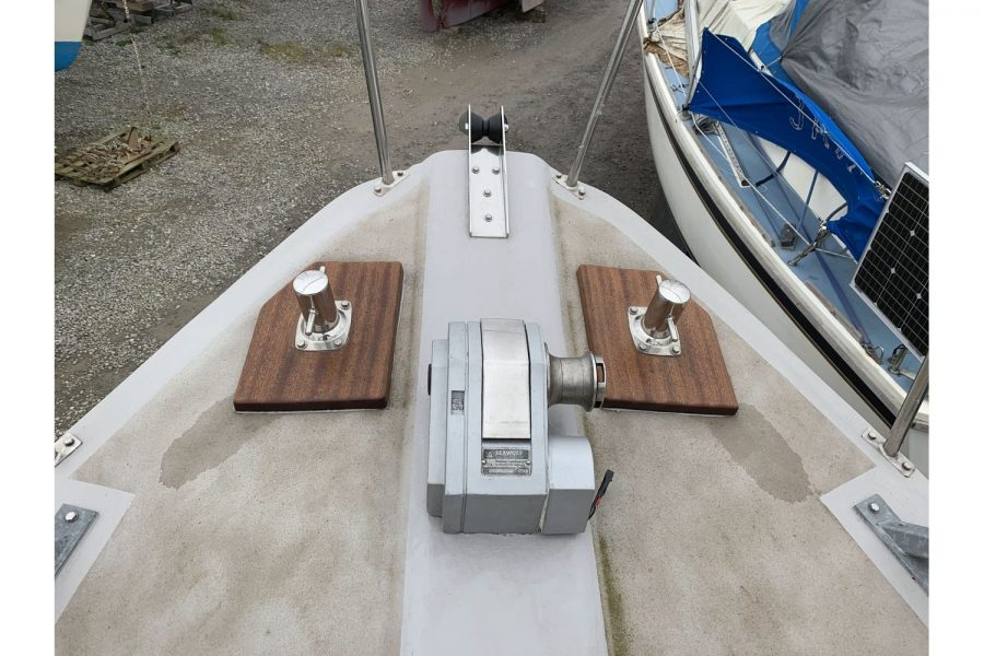 Freeward 30 fishing boat - windlass