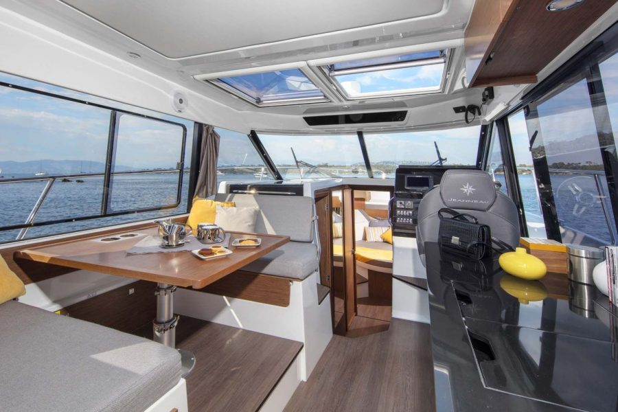 Jeanneau Merry Fisher 1095 - wheelhouse saloon