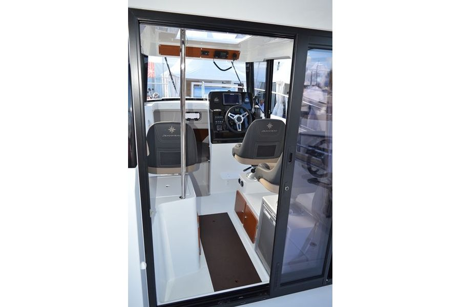 Jeanneau Merry Fisher 795 Marlin - wheelhouse interior