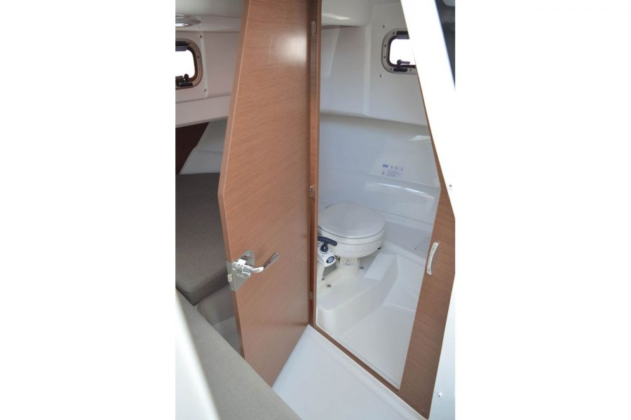 Jeanneau Merry Fisher 795 Marlin - toilet compartment