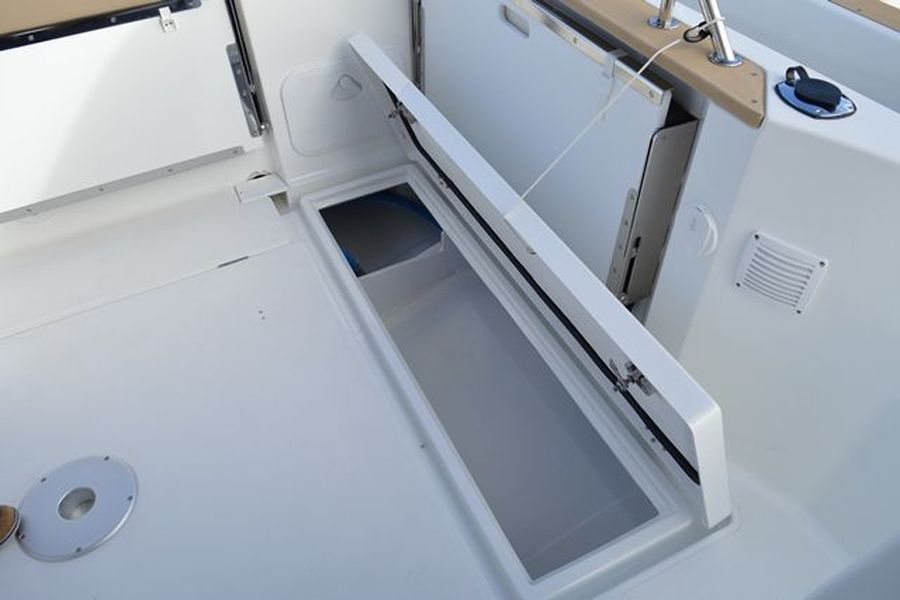 Jeanneau Merry Fisher 795 Marlin - deck locker