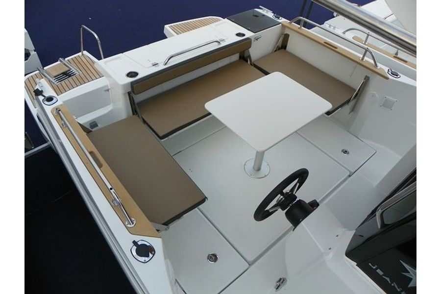 Jeanneau Merry Fisher 795 Marlin - cockpit seating