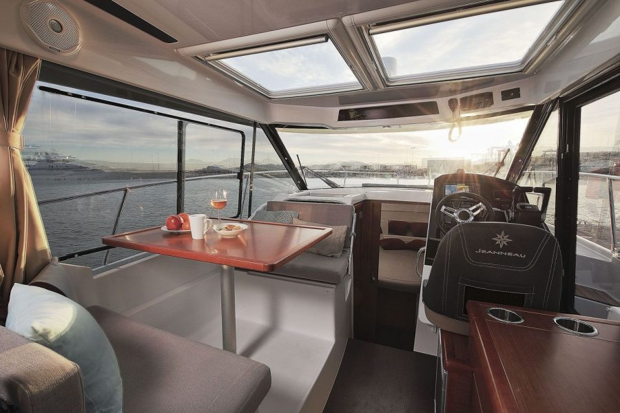 Jeanneau Merry Fisher 895 - wheelhouse