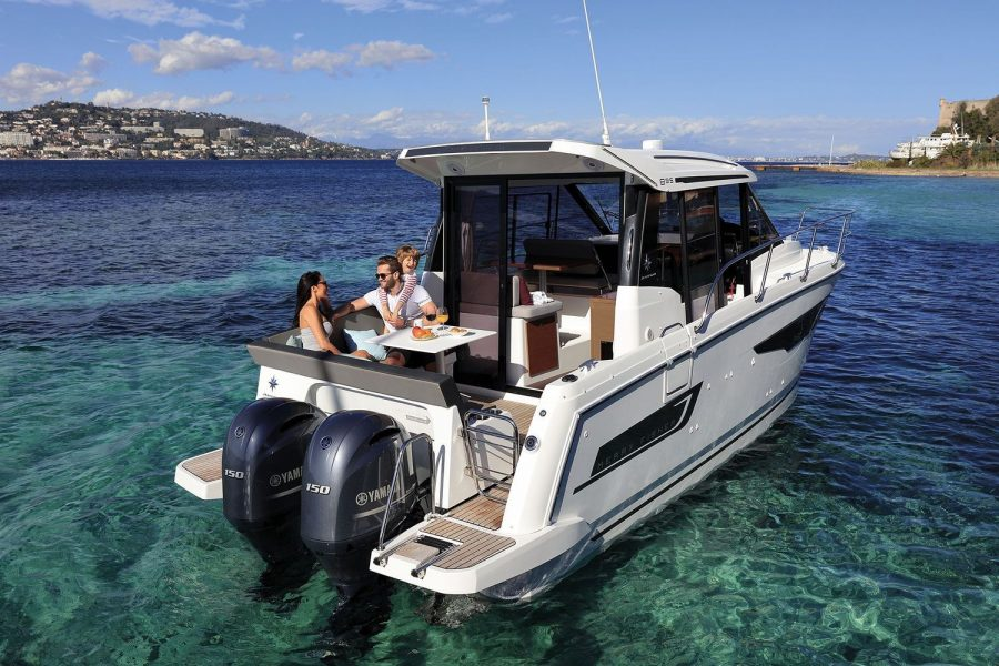 Jeanneau Merry Fisher 895 - view from stern