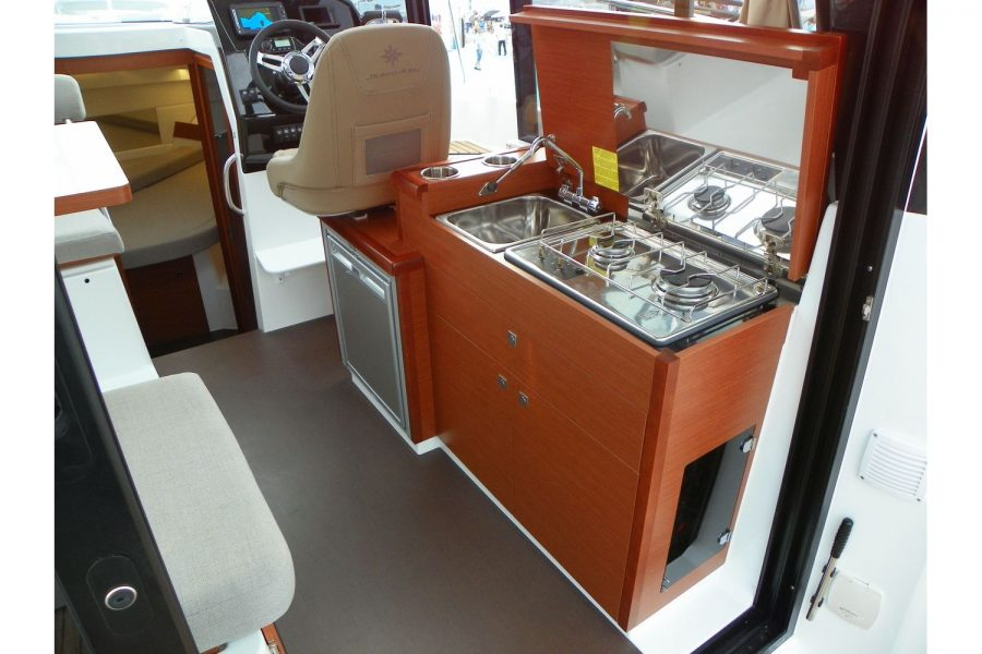 Jeanneau Merry Fisher 895 - galley in wheelhouse