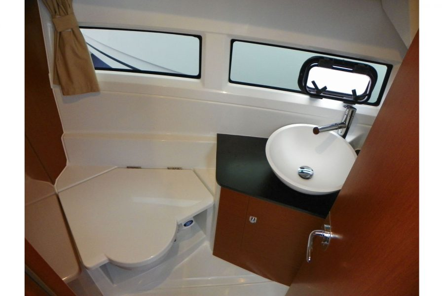 Jeanneau Merry Fisher 895 - head compartment