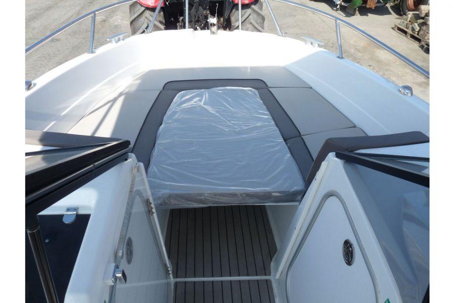 Jeanneau Cap Camarat 6.5BR - open bow with sun mattress