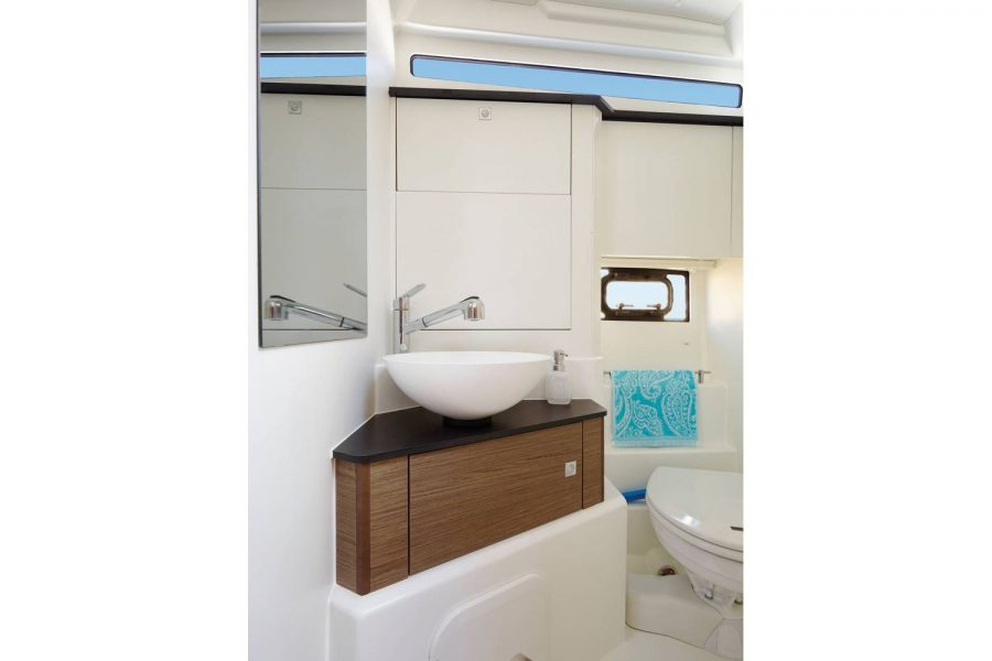 Jeanneau Leader 30 - heads compartment