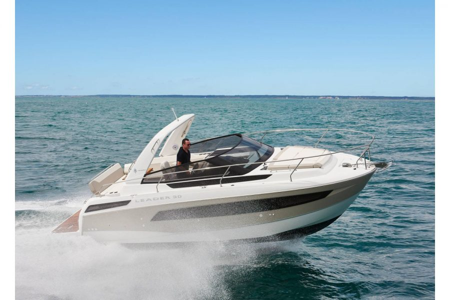 Jeanneau Leader 30 - on the water