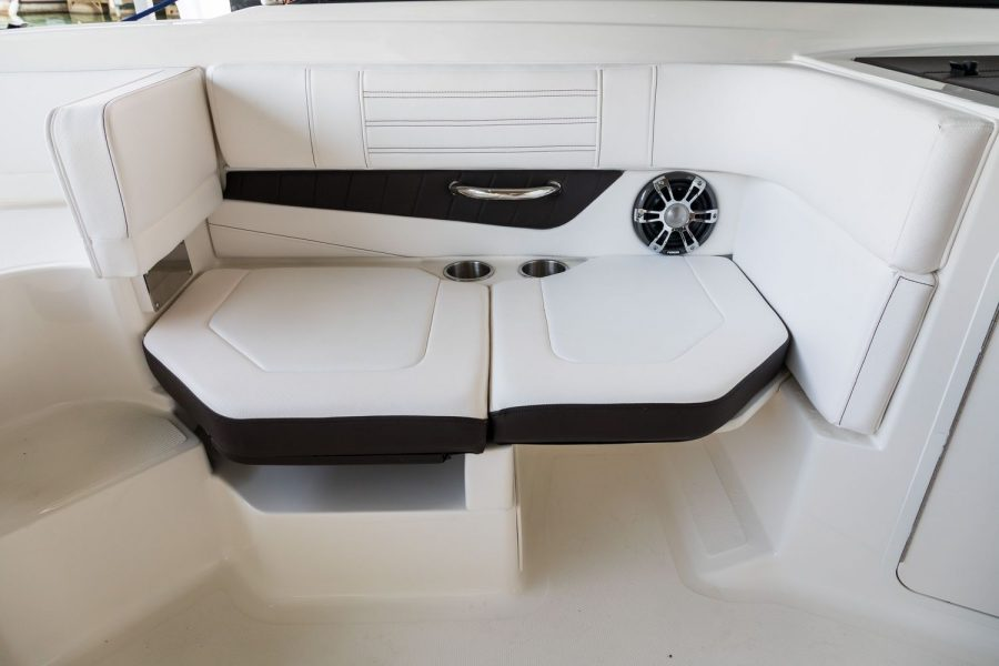 Sea Ray SPX 190 OB - starboard seat 1
