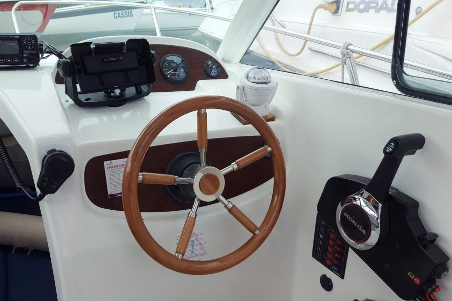 Jeanneau Merry Fisher 625 - Scarba - helm position