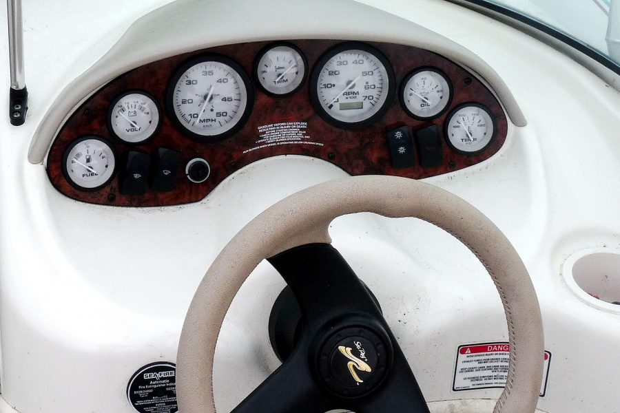 Sea Ray 176 - engine controls