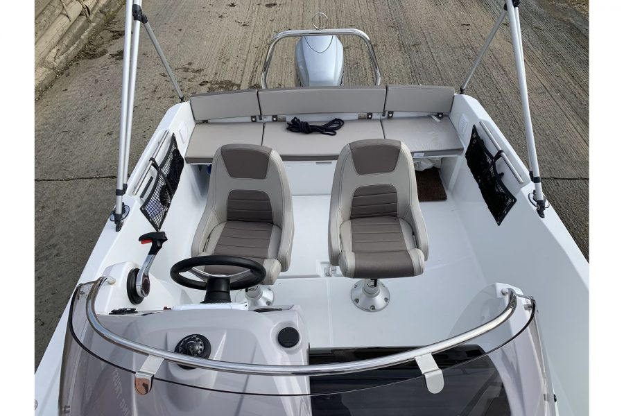 Jeanneau Cap Camarat 5.5 WA - cockpit seating