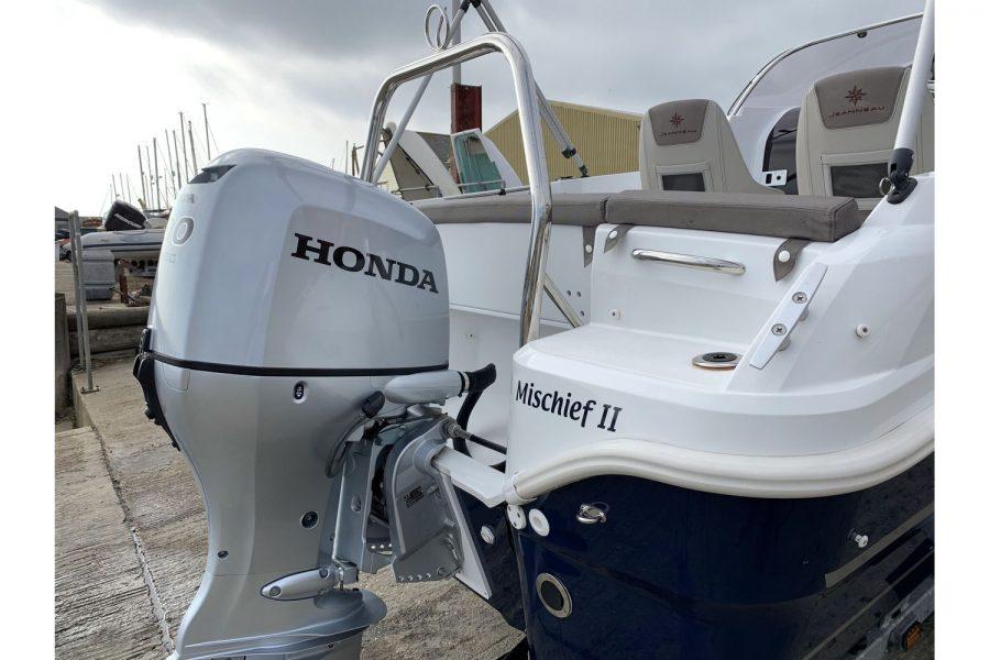 Jeanneau Cap Camarat 5.5 WA - Honda outboard