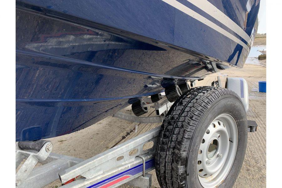 Jeanneau Cap Camarat 5.5 WA - roller trailer