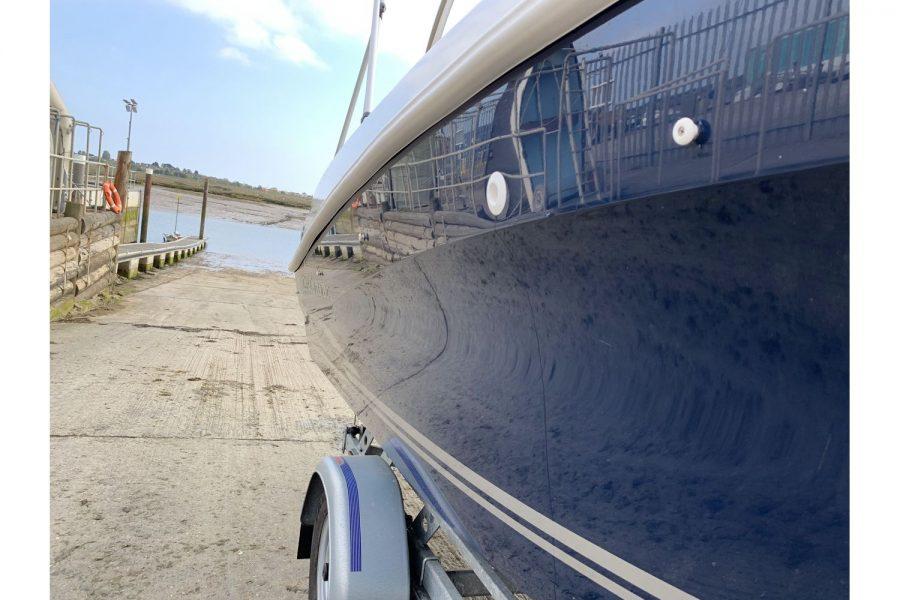 Jeanneau Cap Camarat 5.5 WA - polished hull
