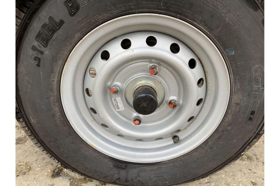 Jeanneau Cap Camarat 5.5 WA - trailer wheel