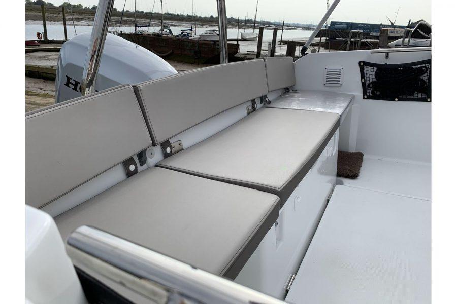 Jeanneau Cap Camarat 5.5 WA - aft bench seat