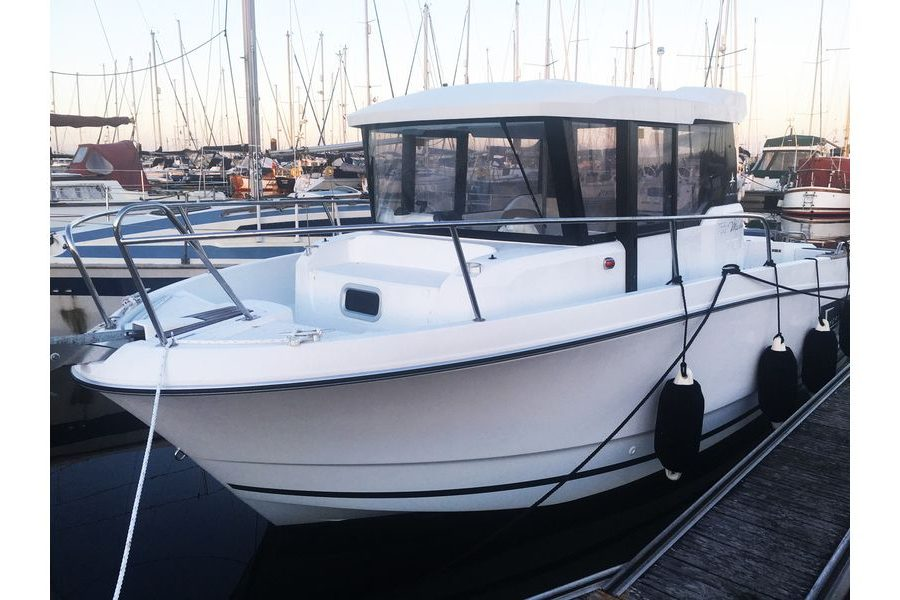 Jeanneau Merry Fisher 755 Marlin - bow view