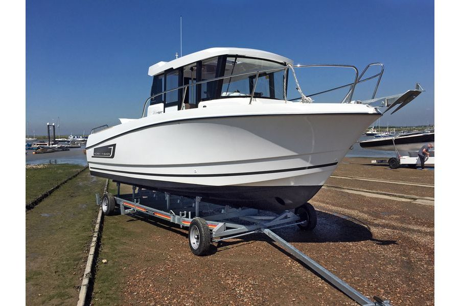 Jeanneau Merry Fisher 755 Marlin - starboard side hull