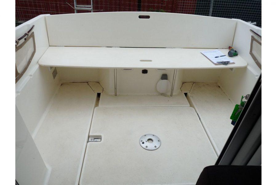 Jeanneau Merry Fisher 645 - cockpit area