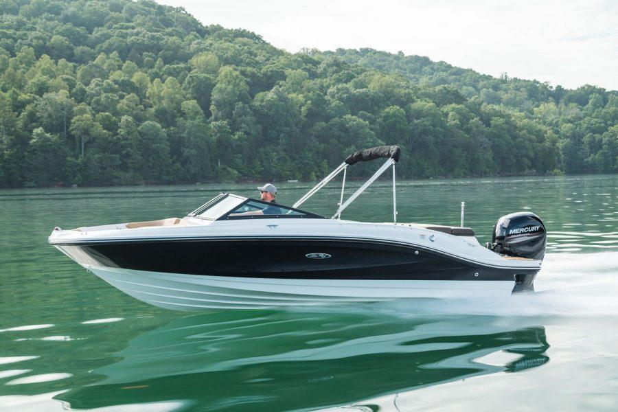 Sea Ray SPX 210 - port side