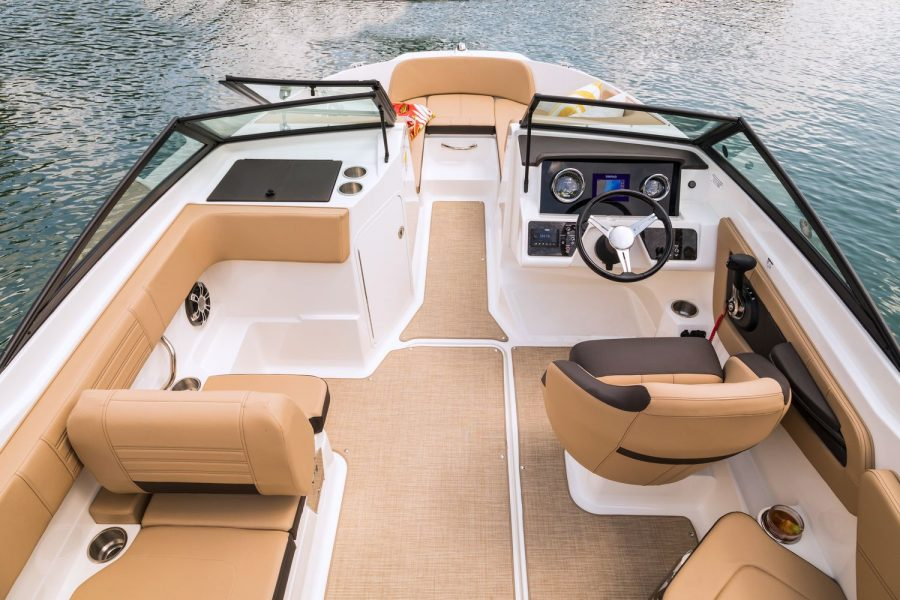 Sea Ray SPX 210 - view to bow