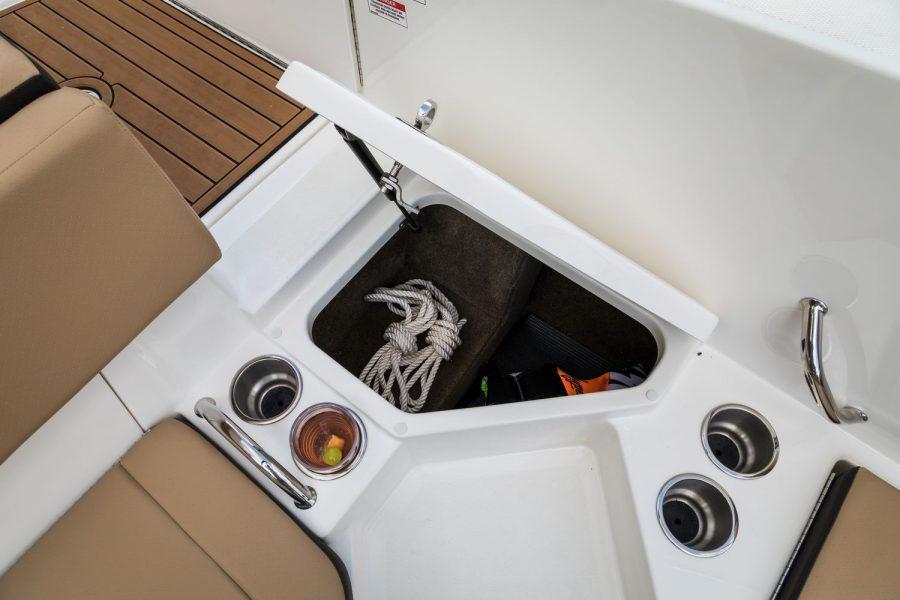 Sea Ray SPX 210 - storage locker