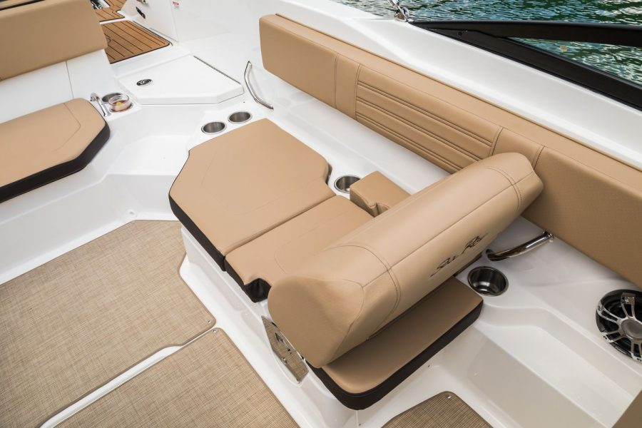Sea Ray SPX 210 - port side lounger