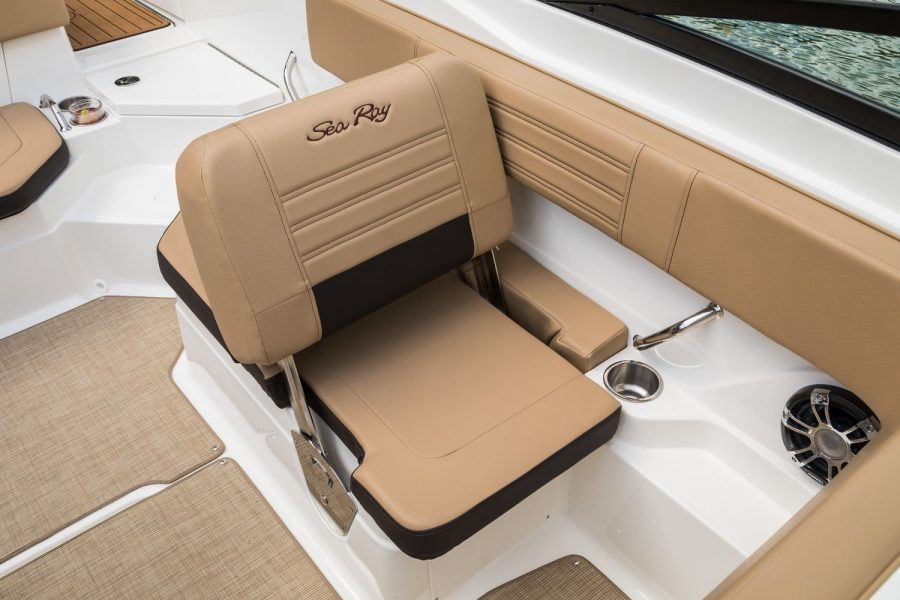 Sea Ray SPX 210 - port side seating